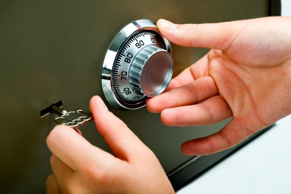 Locksmith Opening of safe